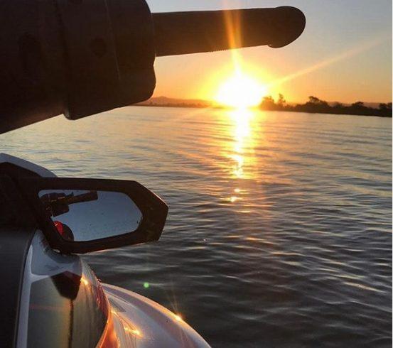 (VÍDEO) Piloto amador crava manobra radical de jet ski em Laguna