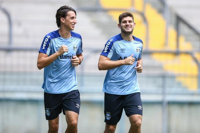 Kannemann e Geromel testam positivo para Covid-19 e desfalcam o Grêmio