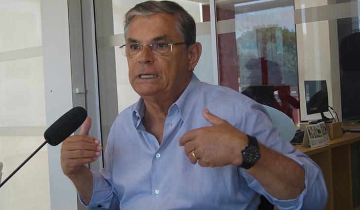 Ex-governadores Colombo e Pinho Moreira envolvidos em esquema de lavagem de dinheiro