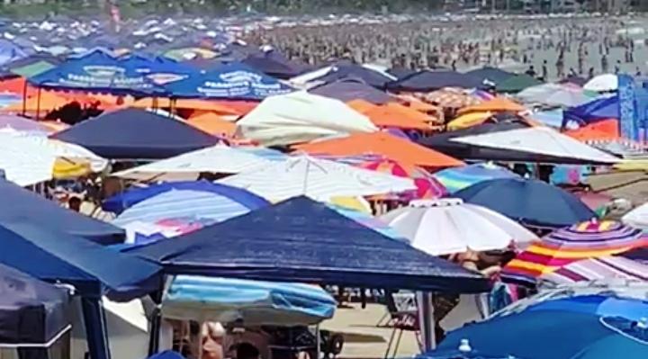 (VÍDEO) Praia de Santa Catarina é palco de enorme aglomeração de pessoas nesta terça-feira, 29