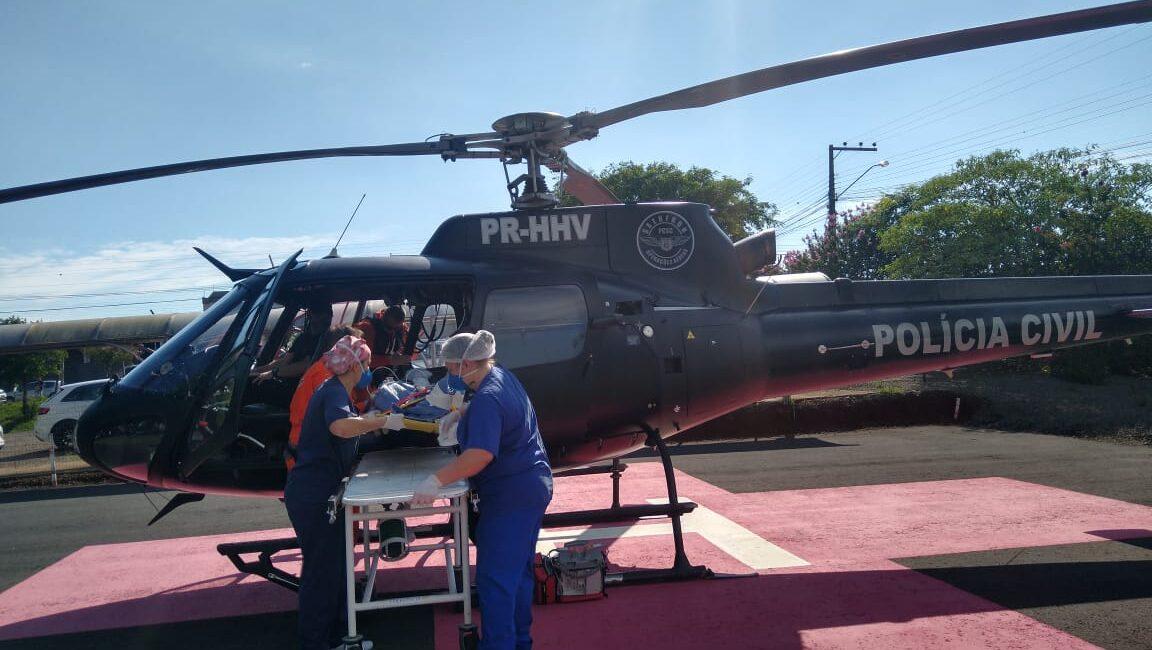 Equipe do helicóptero da Polícia Civil transfere a hospital adolescente que havia caído de ribanceira no Oeste de SC