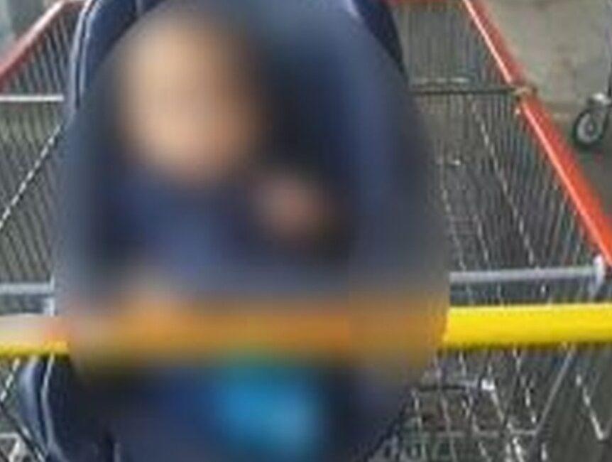 (VÍDEO) Bebê é esquecido pelos pais em carrinho de supermercado em SC
