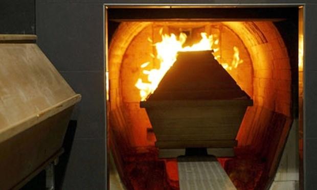Mulher percebe que mãe estava viva momentos antes de cremação