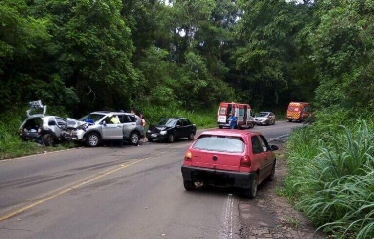 Quatro carros se envolvem em acidente entre Seara e Concórdia