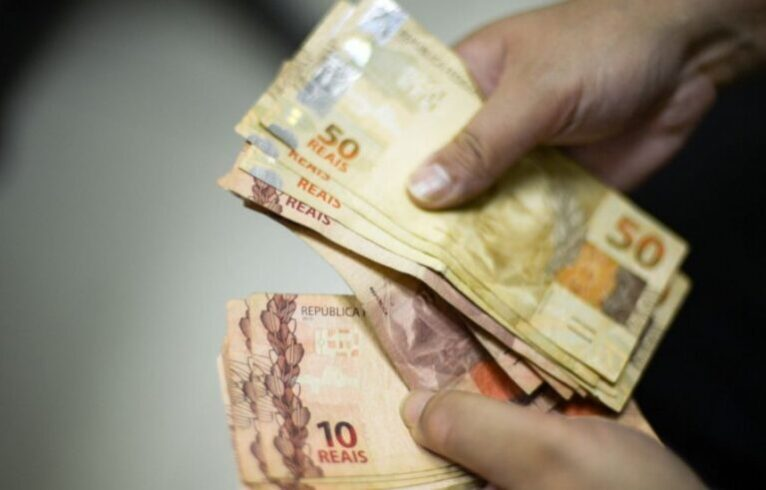 Trabalhadores são vítimas de golpe e têm o dinheiro sacado do FGTS emergencial