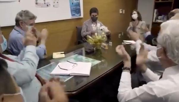 Vídeo registra comemoração durante anúncio da eficácia da CoronaVac