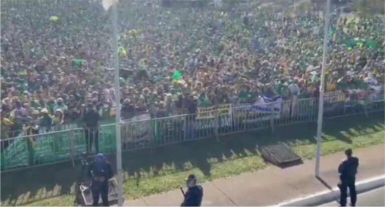 (VÍDEO) Jair Bolsonaro e ministros participam de manifestação em Brasília