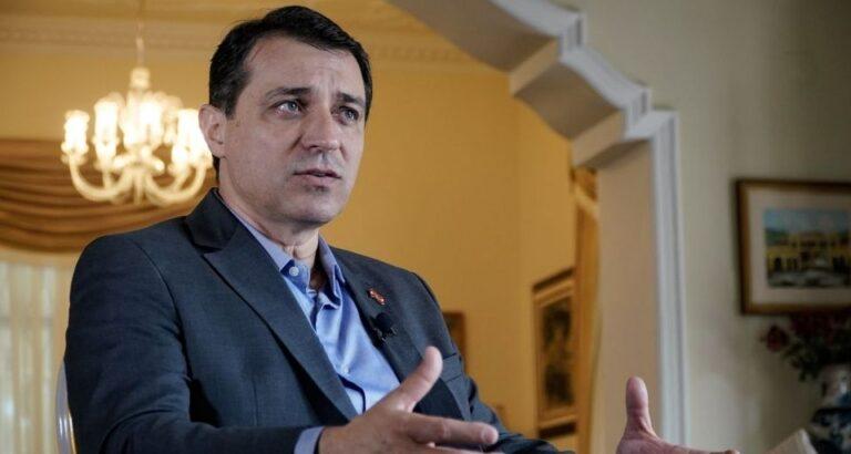 """Reajuste à vista: """"Nenhum professor que cumpra 40 horas deve receber menos de R$ 5 mil"""", diz governador de SC"""