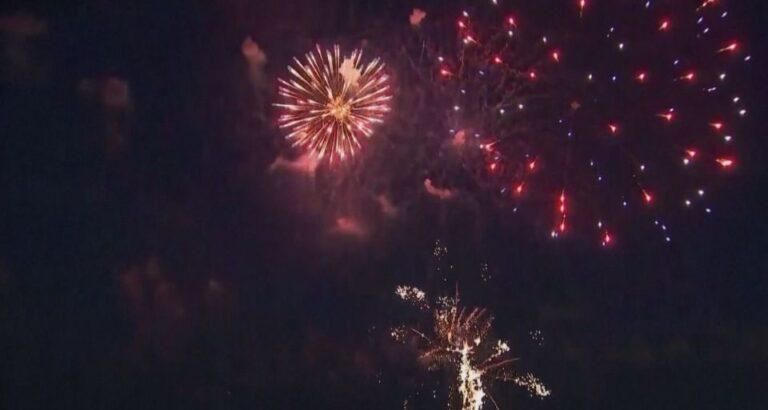 (VÍDEO) Histórico: Nova York festeja com fogos o fim de medidas restritivas para combate da Covid-19