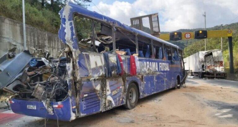 Após uma semana, ferido em acidente do Umuarama Futsal segue internado em UTI