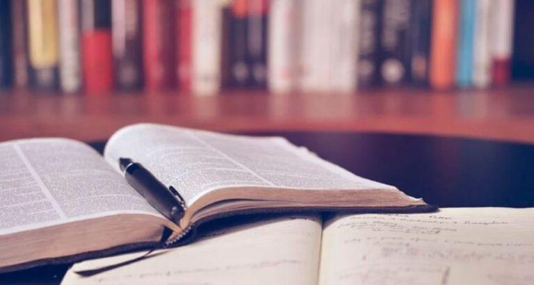 Lei proíbe cobrança de taxas abusivas por universidades privadas em Santa Catarina