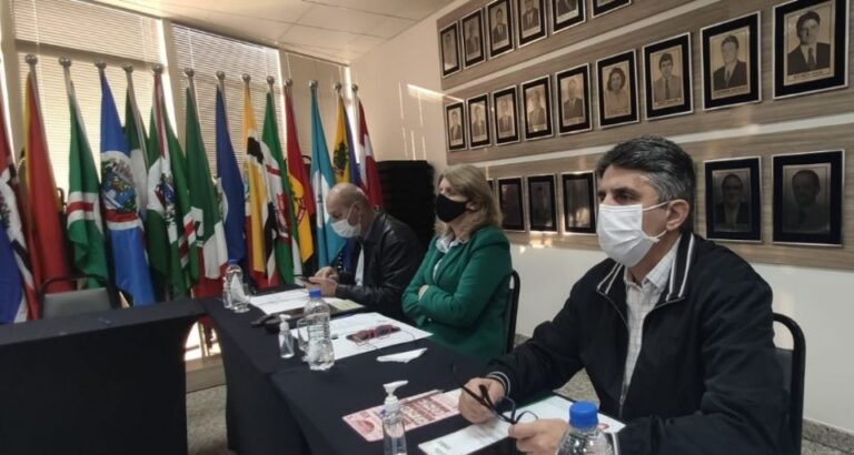 (VÍDEO) Prefeitos dos municípios pertencentes a Amauc participam de assembleia