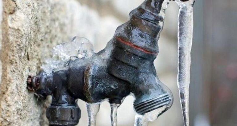 Com frio intenso, rede de abastecimento de água pode congelar; confira orientações da Casan