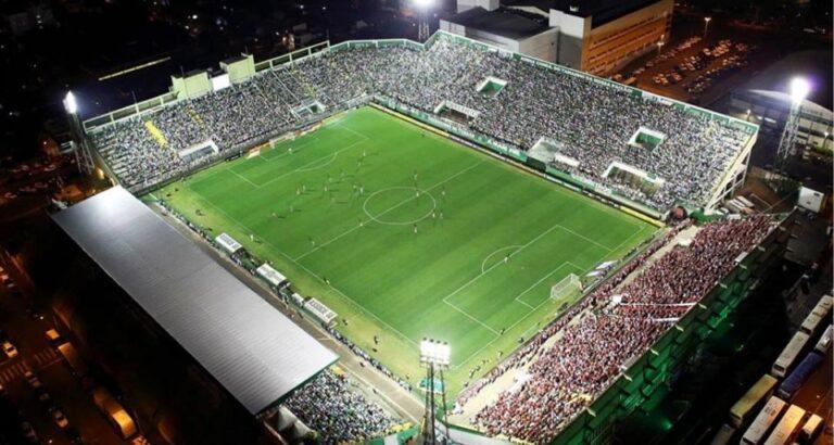 Carlos Moisés revela data para retorno do público aos estádios do Estado