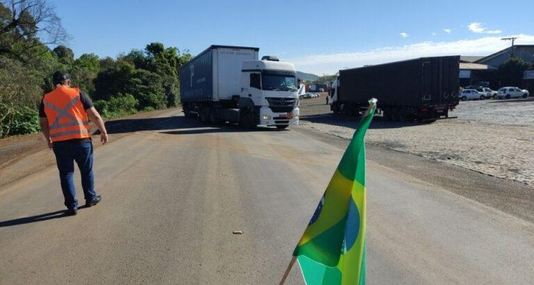 Em Concórdia, caminhoneiros manifestam na BR-153