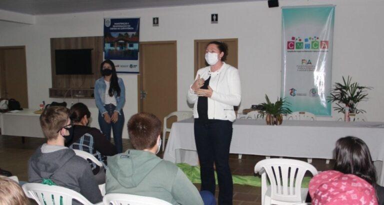 Lançado curso profissionalizante para adolescentes de Itá