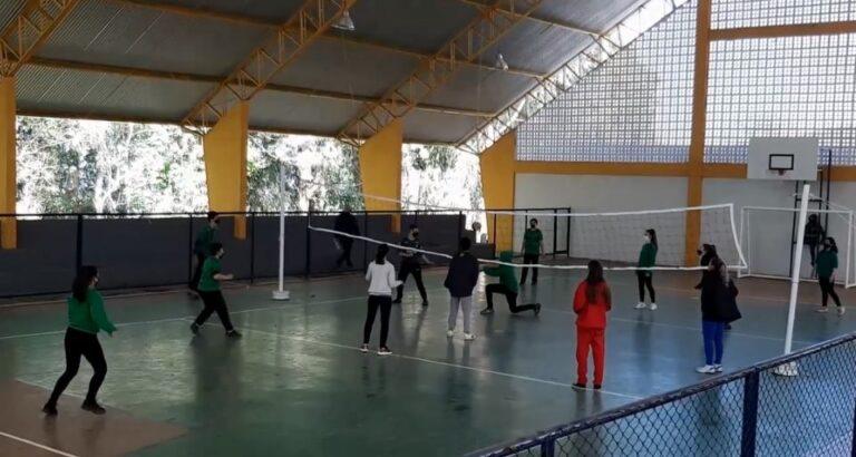 Quadra poliesportiva de Escola de Seara é inaugurada; alunos já utilizam o espaço