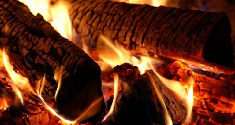 Com preços altos, lenha já é mais usada que o gás nas cozinhas brasileiras