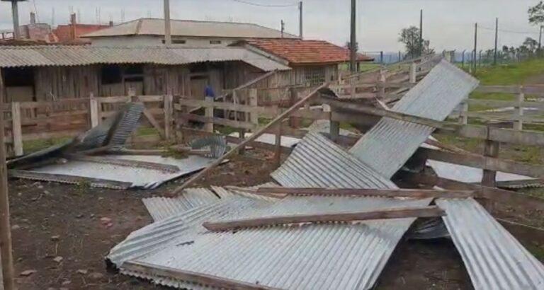 (VÍDEO) CTG Seara e Pampa: Rajadas de vento causam estragos na estrutura da Equoterapia